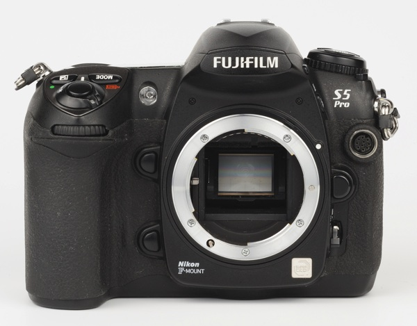 Fuji S5 Pro - imagine din fata